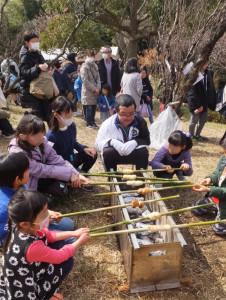 「桃ジャムのロールパン作り」にも多くの子どもたちが挑戦