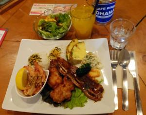 ハワイの味が凝縮された「スペシャルワンプレートランチ」(税別1480円)
