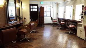 美容室ACTの内装は、日吉の街の「お客様」に受け入れられやすいようにと落ち着きのある空間を演出(ACTグループ提供)