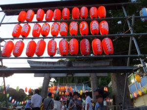 日吉の夏祭りシーズン到来!箕輪町諏訪神社盆踊りがスタート!多く地域の人々で賑わいました(7月21日18時頃)