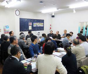 30名を超える参加で会場はいっぱいに。岸由二さんの貴重な講演に、多く感嘆の声があがっていました
