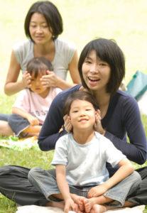 YOKOHAMA TRAINING GYM CORE(ヨコハマ・トレーニング・ジム・コア)で、親子ヨガ教室を初開講!オープニング・イベント、新規受講者の募集をスタート。定員に達し次第締め切りとのこと(同ジム提供)