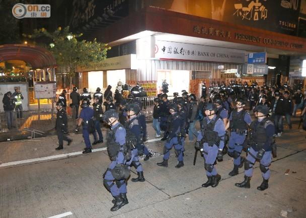 旺角暴亂:警方指事件為騷亂 出動速龍小隊|即時新聞|港澳|on.cc東網