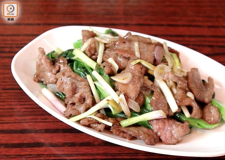「啫啫雞煲」這道菜總是惹人誤會。 「菜遠牛肉」中的菜遠並非單指菜心的意思。