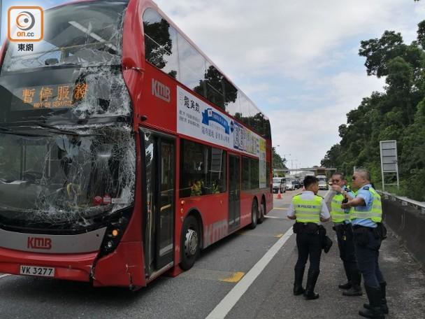 大欖隧道兩巴士相撞釀11傷 即時新聞 港澳 on.cc東網