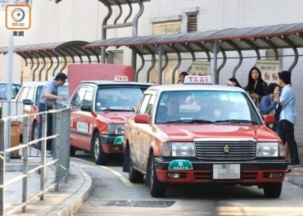 政府津貼未到又遇車主加租 的哥叫苦生意難做|即時新聞|港澳|on.cc東網