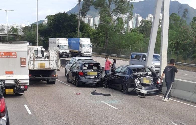 吐露港公路4車串燒釀4傷 往大埔方向交通受阻|即時新聞|港澳|on.cc東網
