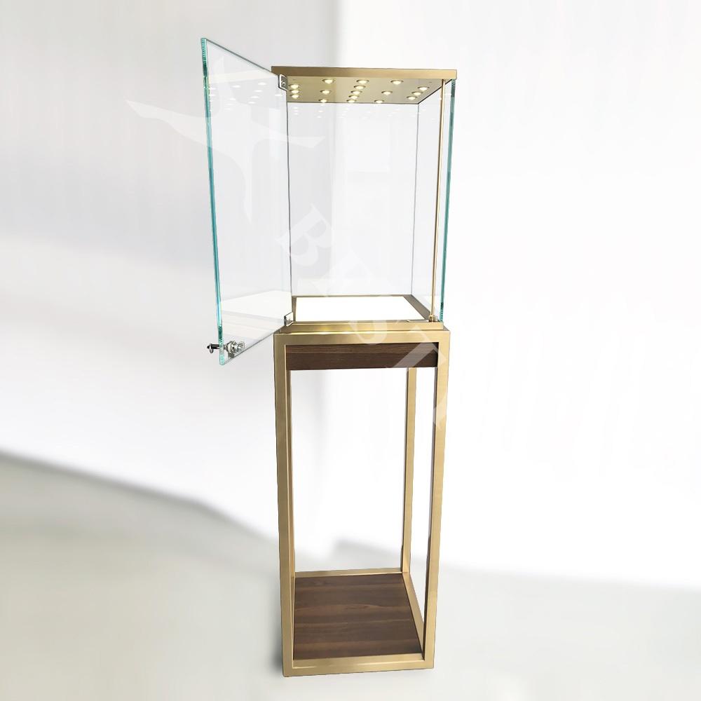 Swing Door of the Glass Cube   Besty Display
