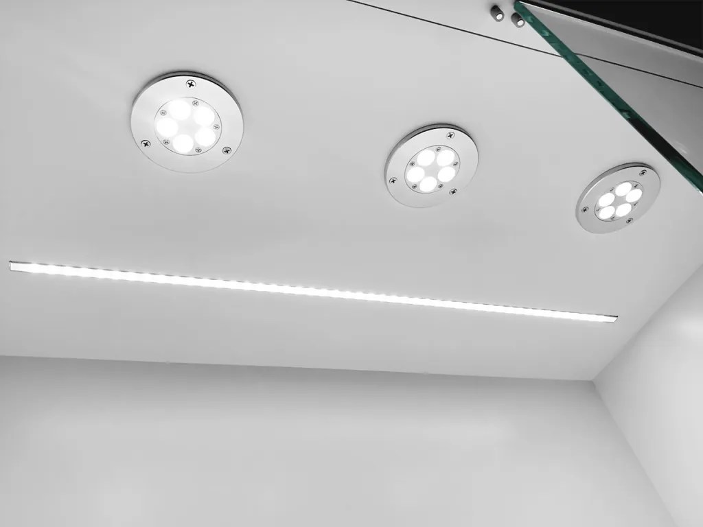 LED Spot Lights and Stripe in S-122 | Besty Display