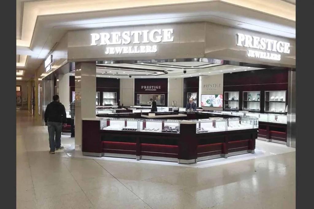 LED Glass Showcase in PRESTIGE Shop   Besty Display