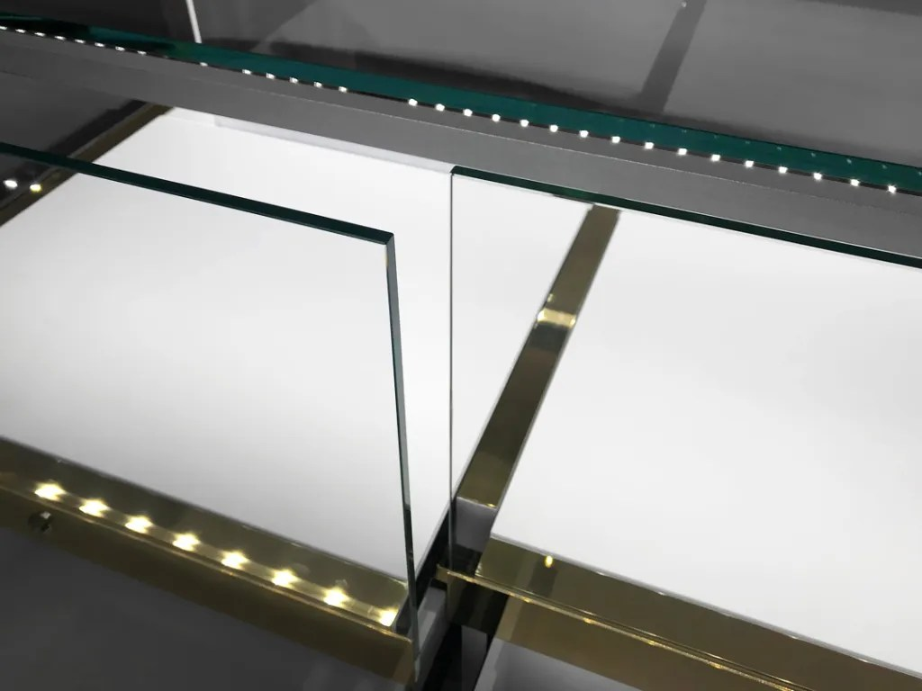 MT-10 Glass Tray Detail Lighted   Besty Display