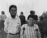 1988黄秉勤與首度來澳洲探訪之80畢業摯友陳錦元(右)攝於 Brisbane Mt Cootha。/黃秉勤提供。
