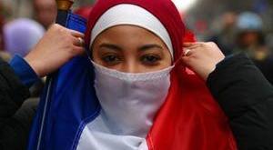 فرنسا: الحكومة تتبنى مشروع قانون يحظر ارتداء النقاب
