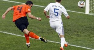 العائد روبن يقود هولندا للتأهل لدور الثمانية بكأس العالم