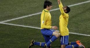 بالثلاثة البرازيل إلى دور الثمانية