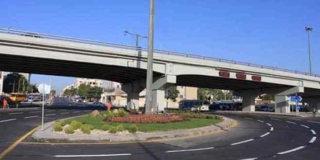 إغلاق مسرب من جسر الدوار الثامن