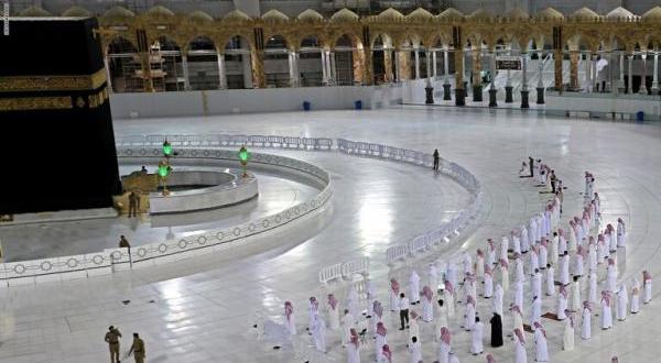 إقامة صلاة العيد في الحرمين الاحد دون مصلين
