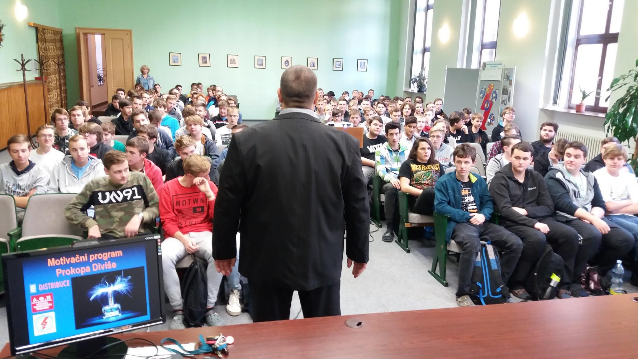 Prokop Diviš míří poprvé také do Olomouckého kraje, podpoří elektrotechnické obory v Olomouci