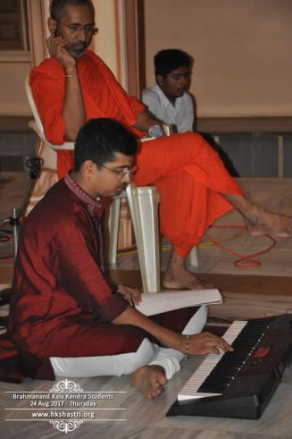 brahmanand-kala-kendra-students-music-performance-3