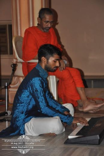 brahmanand-kala-kendra-students-music-performance-4