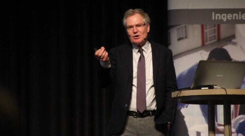 Dr.Gunther Tiersch spricht beim Fachplanertag der Ingenieurkammer Hessen über den Klimawandel.
