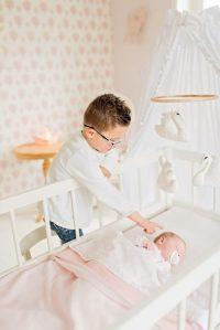 Fotograaf-Linda-ringelberg-fotografie-fotograaf-vragenuurtje-baby-lifestyle-kamer-meisje