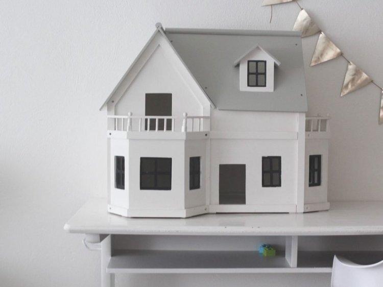 poppenhuis, diy, vlaggetjes, vlaggenlijn, zwart, wit, grijs, dollhouse, bureau, tafeltje, kinderkamer