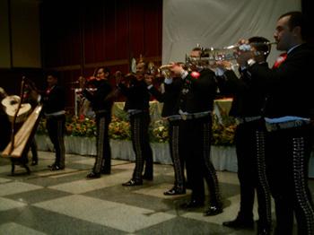 imag0026-mariachis.jpg