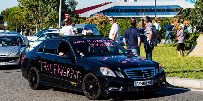 Taxis_contre_Uber_juin_2015_Toulouse-1-660x330