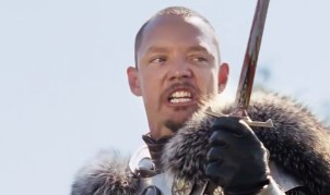 Matthew Lillard holds a bloody dagger and accuses his victim of treason