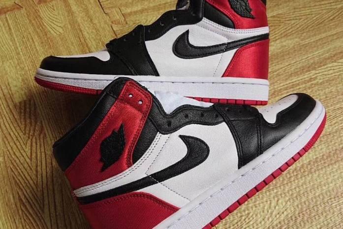 """f9ee7a257 Air Jordan 1 """"Black Toe"""" xuất hiện với chi tiết mới đầy ấn tượng"""
