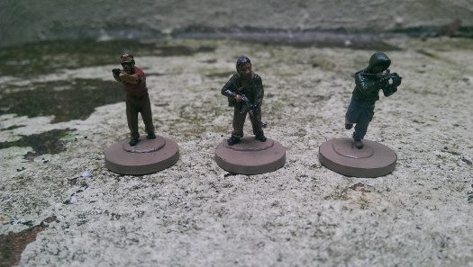 My latest painted set. CIA station chief in his hawaiian, a local South African fixer and an under cover MI6 agent about to make a run for it. And these are the good guys...