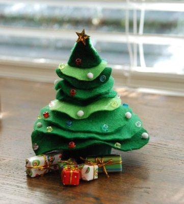 Pomul simplu de Crăciun pentru copii cu model