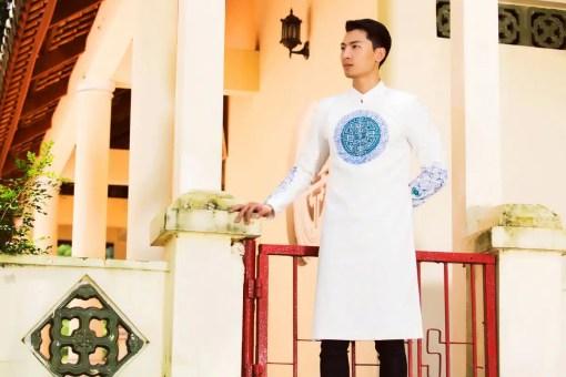 Áo dài nam cách tân trắng phong cách cung đình