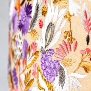 Designers Guild Kissen Giradon Coral Lila-Korall Stickerei Blumen