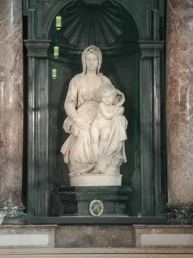 Michelangelos Madonna and Child statue
