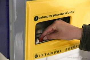 Автомат за жетони в метрото в Истанбул, Турция - 1
