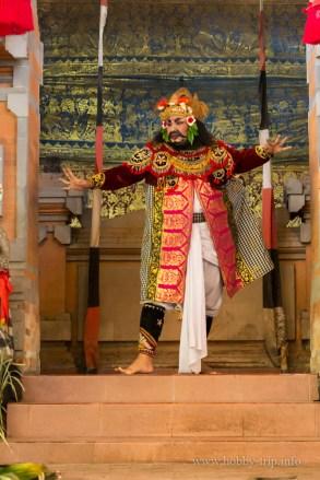 Изпълнител на танца Barong - остров Бали, Индонезия