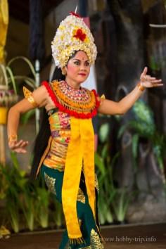 Изпълнителка на традиционен индонезийски танц