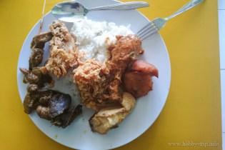 Вечеря навън в крайпътнo заведиe за хранене (warung) - Кута, Бали