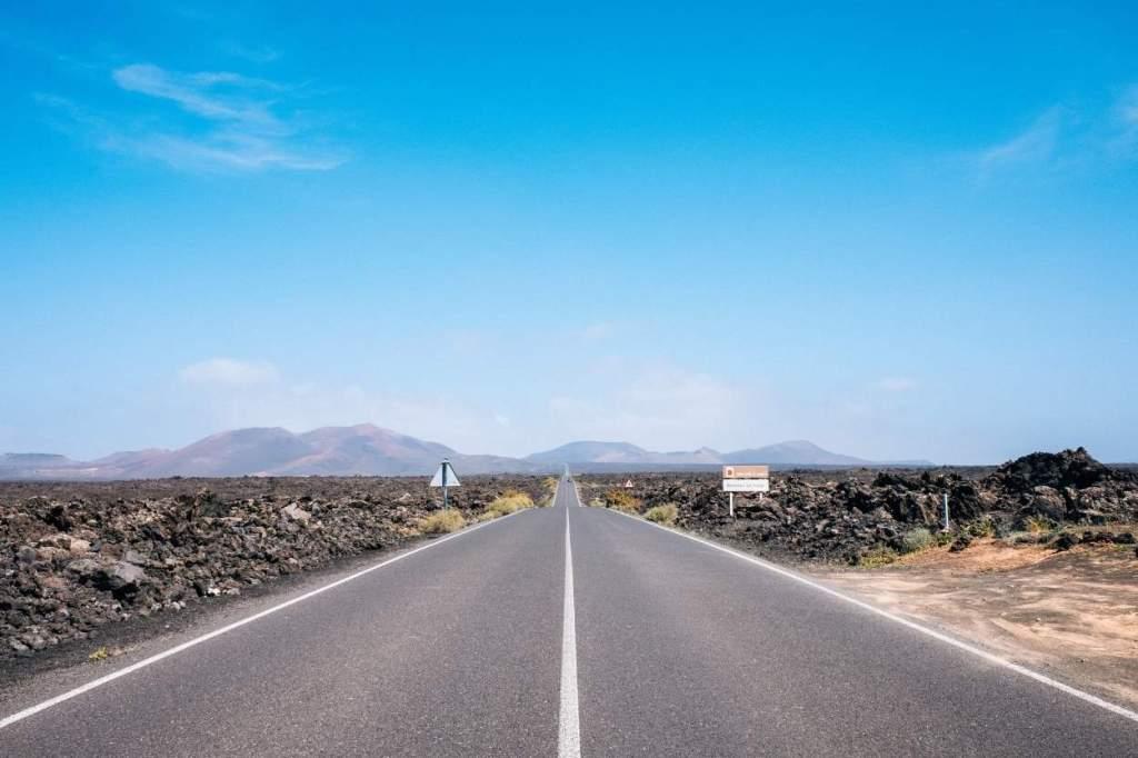 Fietsen door lavavelden op Lanzarote