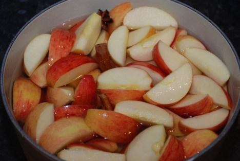 Her er en enda større porsjon eplegrøt lagd i en 6 liter Le Creuset-gryte.