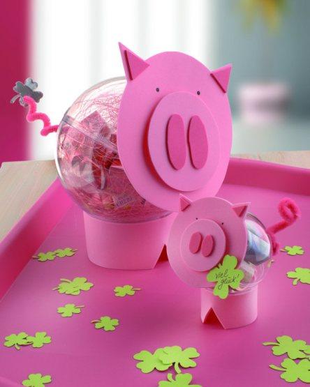 Witzige Tischdeko und schöner Glücksbringer: Silvesterschweine