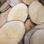 Natural-Log-Slice-Birch-Tree-Bark-Wedding-Table-Decoration-Centerpiece-15-22cms-0