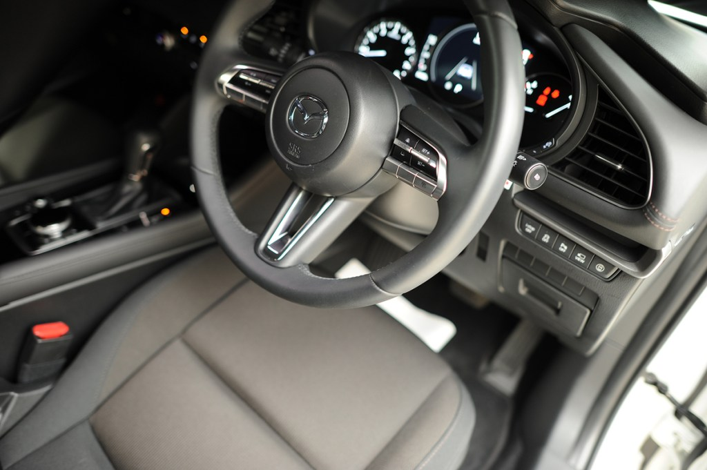 MAZDA3 内装と運転席