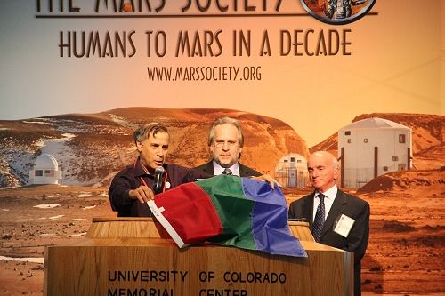Convention 2013 (Martian flag)_500x333