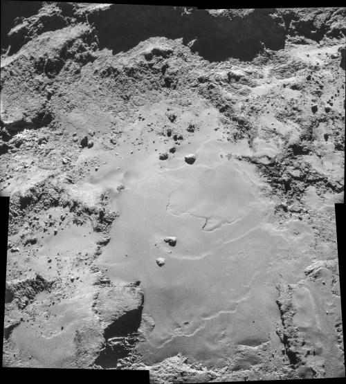 ESA_Rosetta_NAVCAM_141026_mosaic-922x1024[1]