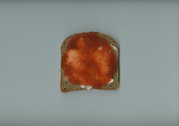 Marmeladenstulle in der Version Erdbeer-Rhabarber