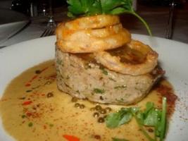 resep-daging-tuna-panggang-dengan-adas-tomat-acar-caper-dan-zaitun-hitam