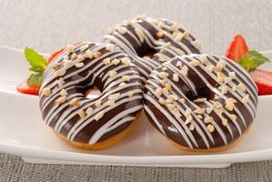 resep-donat-coklat-kacang